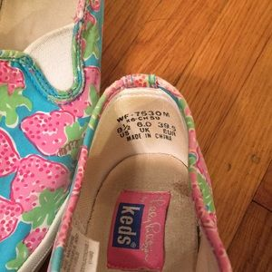 c4d38fef390449 Lilly Pulitzer Shoes - Lilly Pulitzer for KEDS 8.5 Strawberry Print